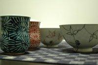 唐草模様の湯呑みとご飯茶碗