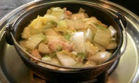 鉄鍋に入ったとり白菜