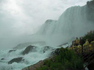 下から見たAmerican Falls