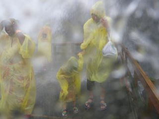 Bridal Veil Fallsの真下は台風並み