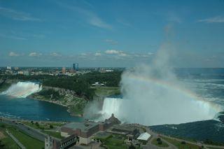 ホテルの部屋から両滝.夕方晴れていれば虹が見える